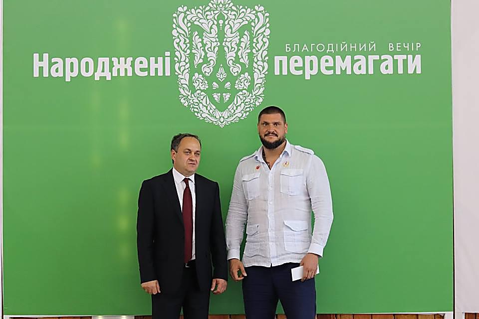 Глава ОГА Савченко, приобретя лот на благотворительном аукционе, «подарил мэру Вознесенска два дня выходных на фронте»
