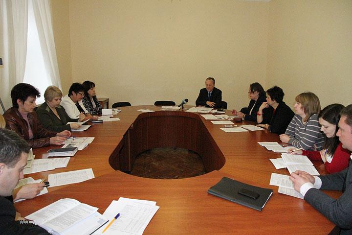 За год подчиненные мэра Сенкевича получили более 7 миллионов гривен премиальных