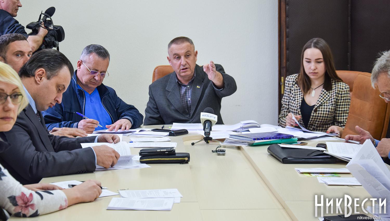 Профильная комиссия согласовала землеотвод под незаконным рынком на округе депутатов Яковлева и Панченко