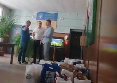 Жители Корабельного района о «подачках» от кандидата в нардепы