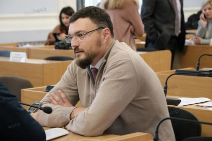 Игорь Дятлов напомнил городской власти, что старая структура горисполкома неэффективна и все ждут предложений по ее улучшению