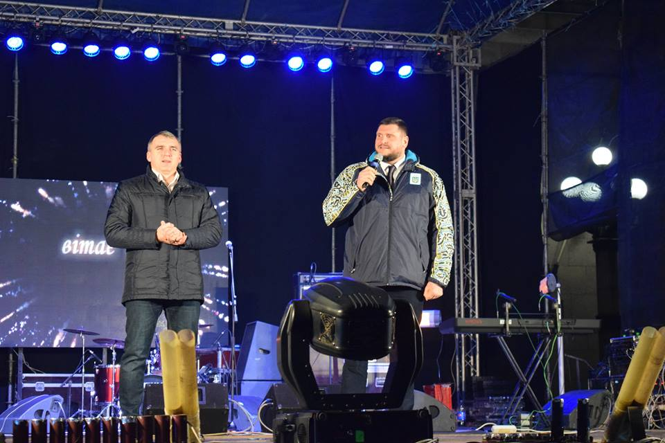 Савченко та Сєнкевич привітали Миколаївців з Новим роком на Соборній площі