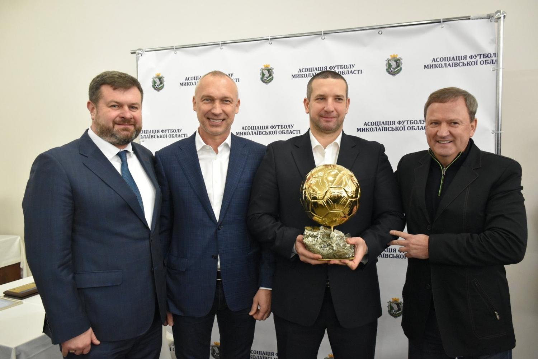 Губернатор Стадник обманул жителей села Степовое и вместо столицы поехал вручать грамоты футболистам