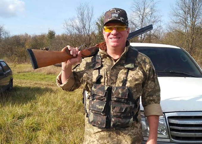Новым главой Очаковской РГА стал полковник милиции, фотографирующийся с трупами убитых им животных