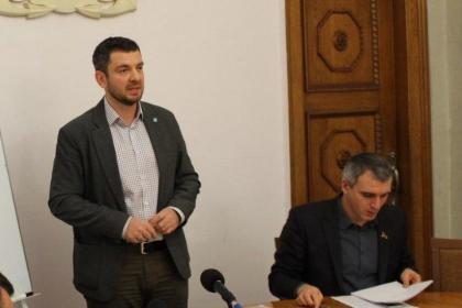 В Николаеве управление образования планирует закупить столы и стулья у фирмы Бельского за 6,5 млн грн, отклонив пять более дешевых предложений