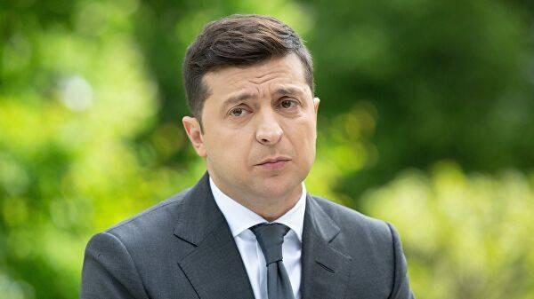 Рейтинг одобрения Зеленского впервые упал ниже 40%