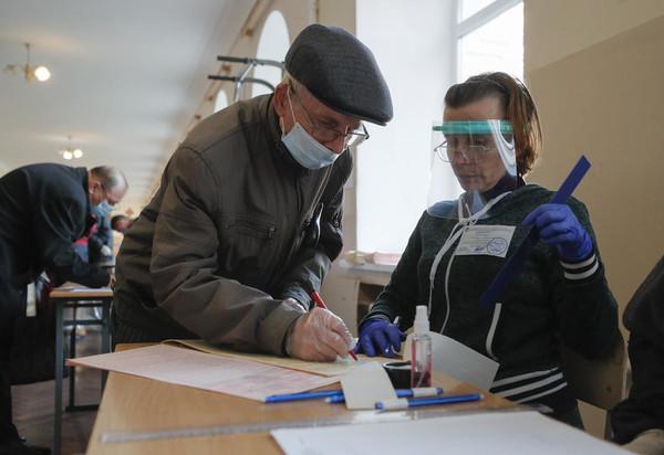 Явка на местных выборах составила 36,99%