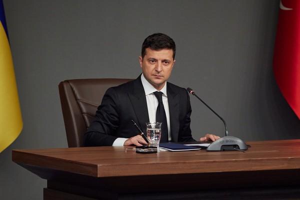 Зеленский пригрозил политикам референдумом