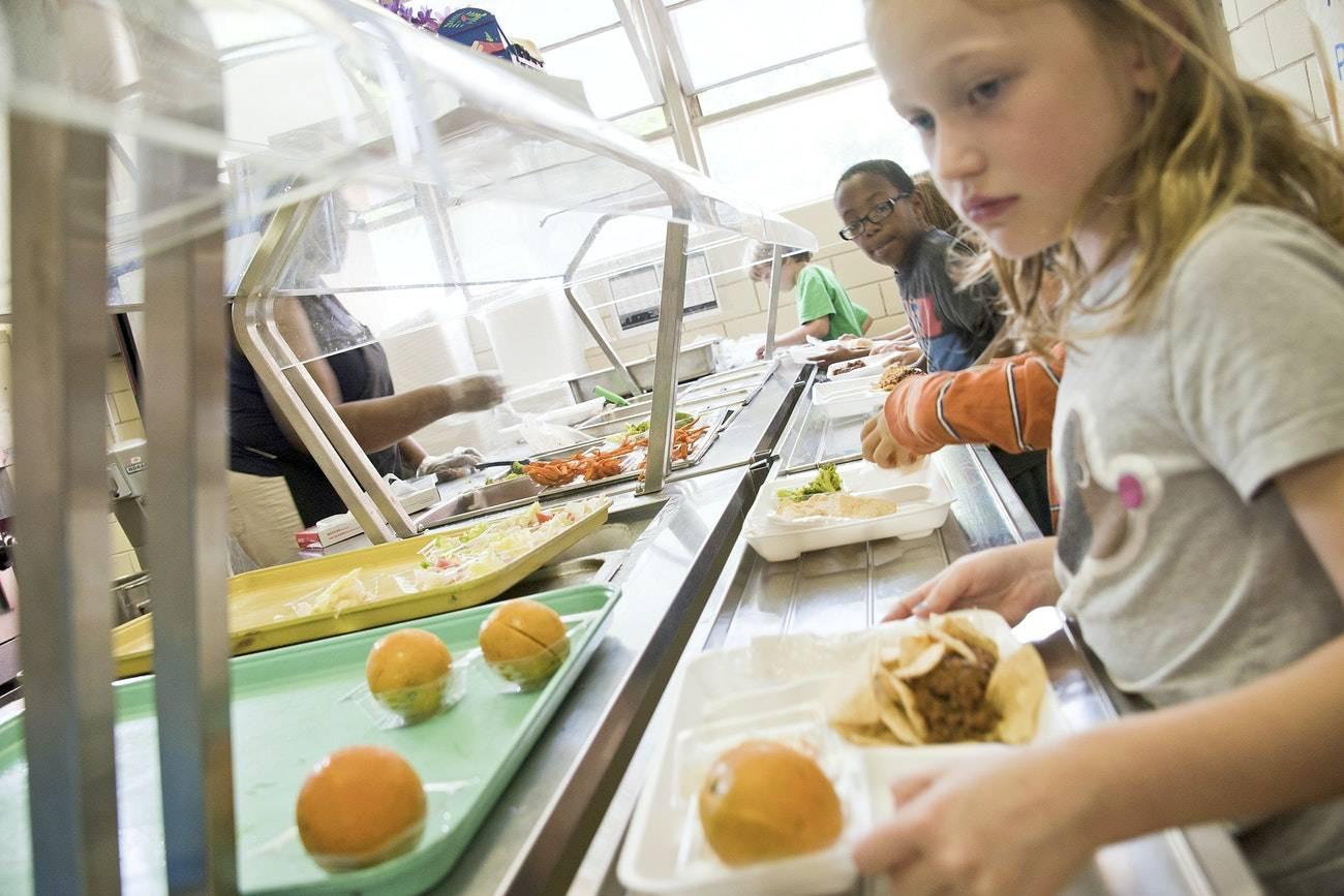 Стало известно, кто из членов исполкома проголосовал за отмену бесплатного питания в школах Николаева
