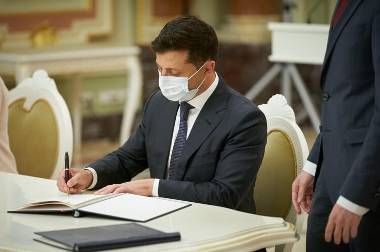 Президент Зеленский уволил глав девяти РГА в Николаевской области
