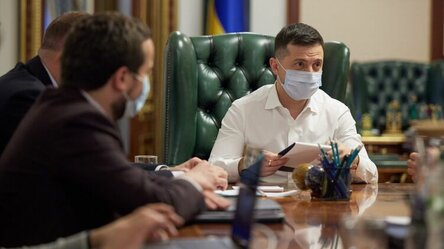 После запрета вещания трех телеканалов Зеленский не заметил угрозы свободе слова