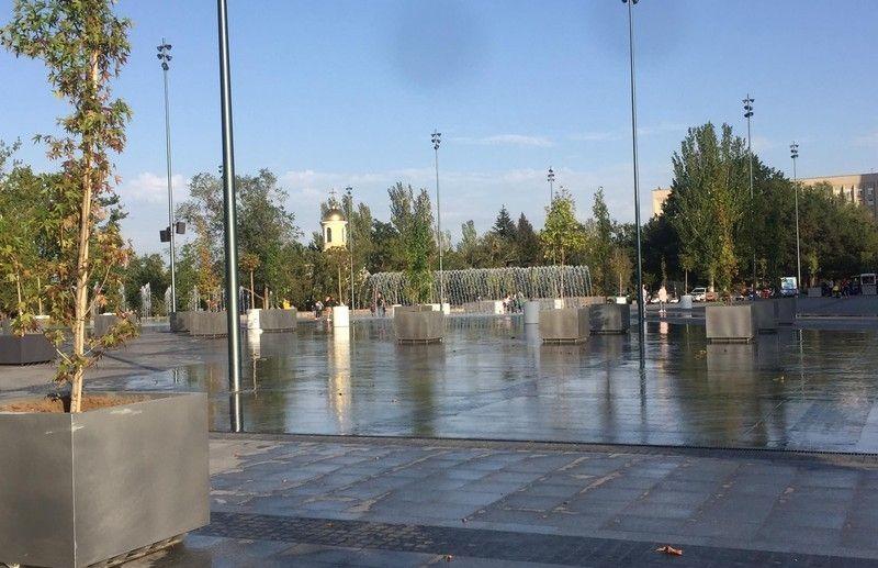 Мэр Николаева заявил, что фонтаны на Серой площади появились, потому что их любит Порошенко