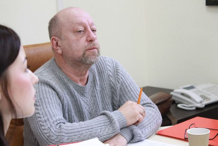 Депутат Репин оскорбил женщину, которая просила помочь с установкой счетчика