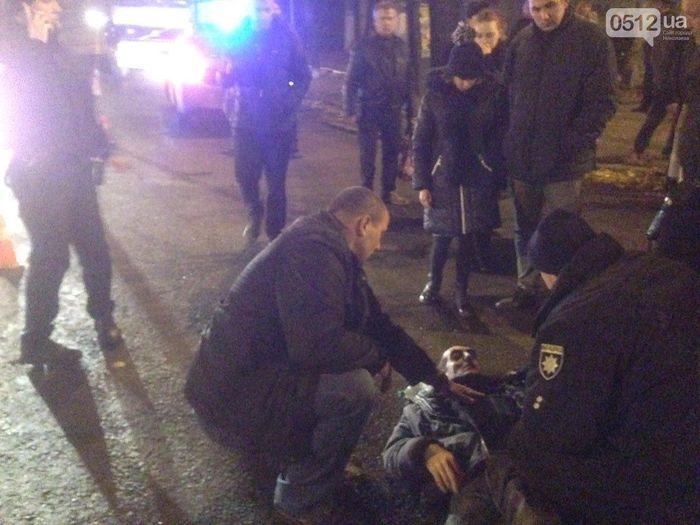 В Николаеве «маршрутка» сбила перебегавшего на «красный» пешехода
