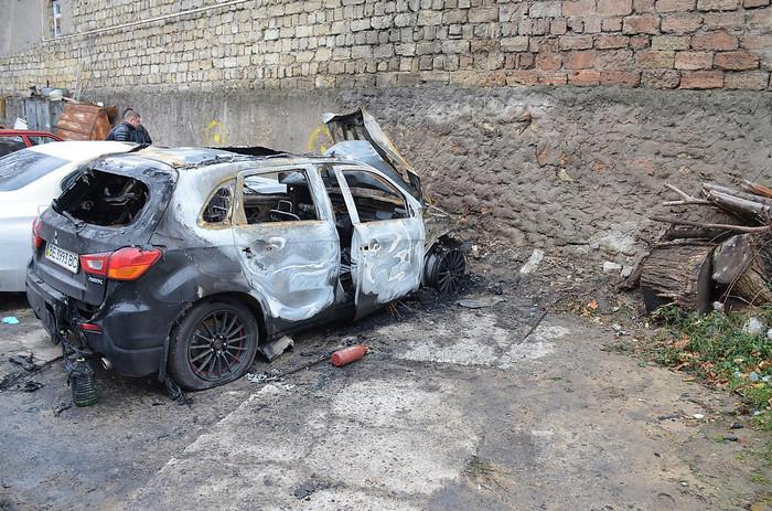 В заводском районе Николаева сгорело 2 автомобиля