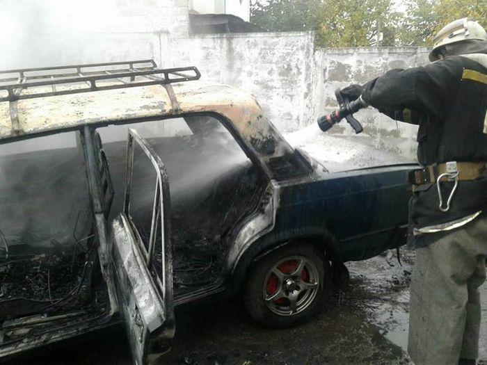 В Корабельном районе горело авто (ФОТО)
