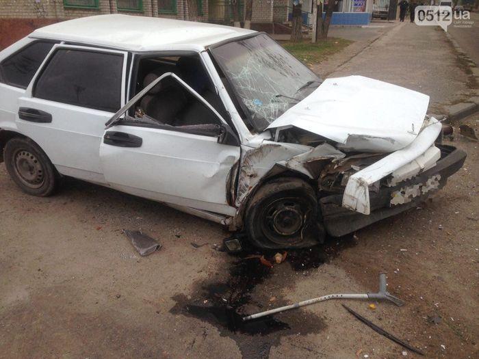 На въезде в Николаев фура сбила «девятку» - в аварии пострадали отец и сын (ФОТО)