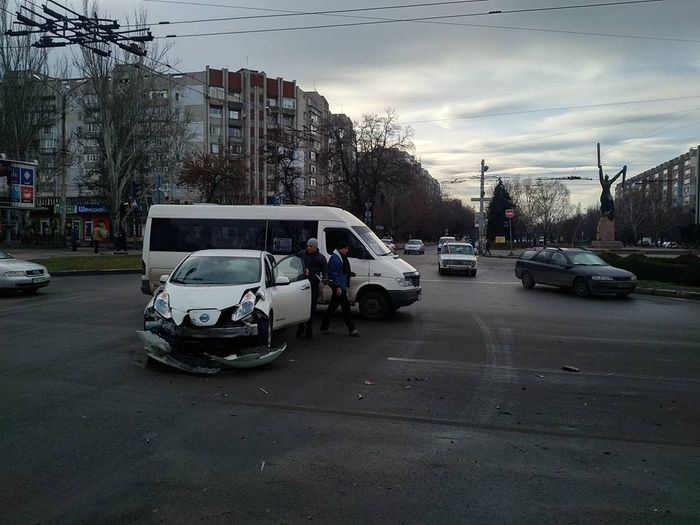 В Николаеве из-за неработающего светофора произошло ДТП с участием маршрутного такси