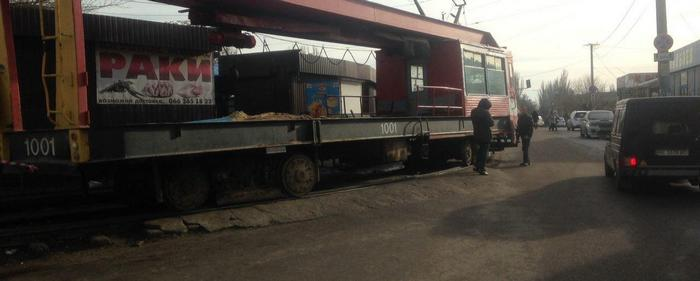 В Николаеве трамвай сбил женщину, и чуть ее не раздавил