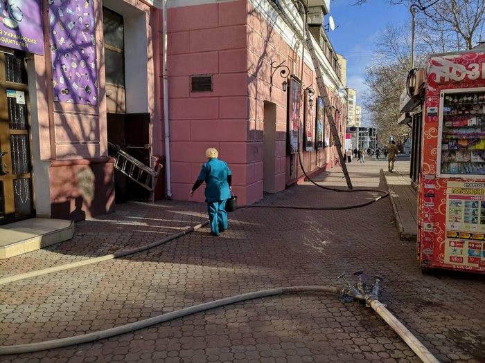 Над кинотеатром Пионер горела квартира