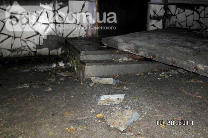 В Днепропетровской области обвалился козырек подъезда: есть погибший