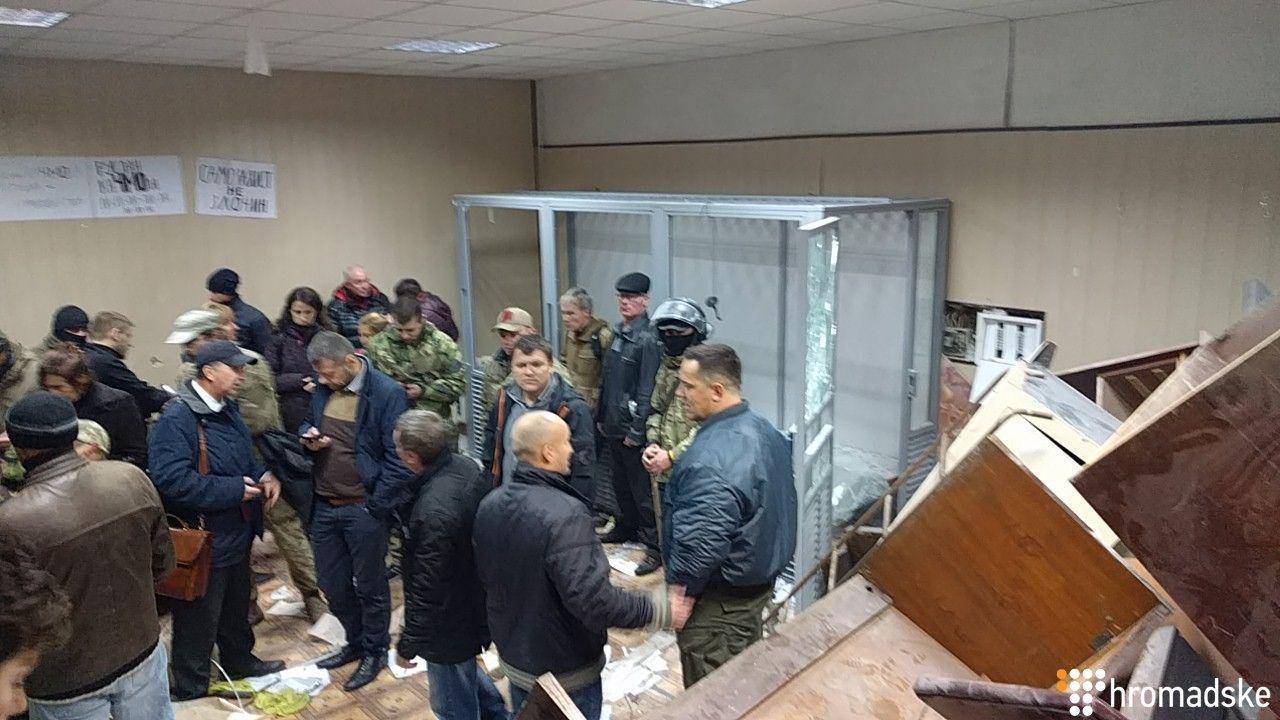 Суд над Кохановским: против блокировщиков применили газ, они разрушили зала суда