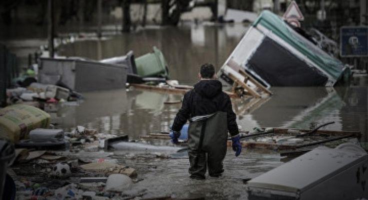 Не Париж, а Венеция. Наводнение во французской столице достигло пика