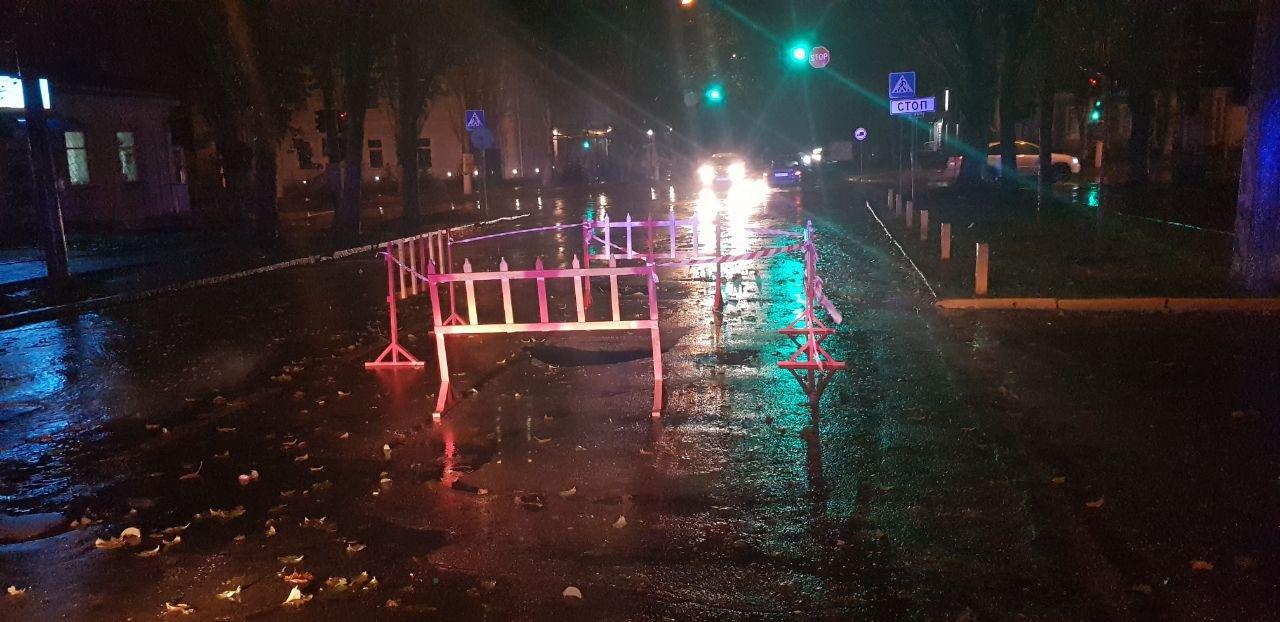 В Николаеве на проезжей части провалился асфальт