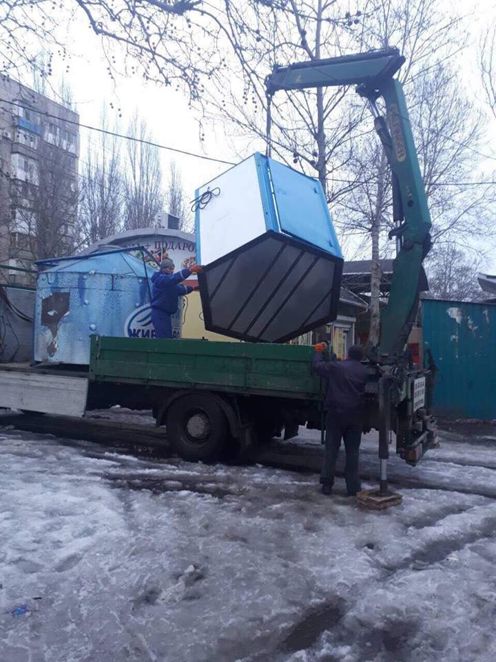 В Николаеве проходят демонтажи незаконных будок по продаже «Живой воды»