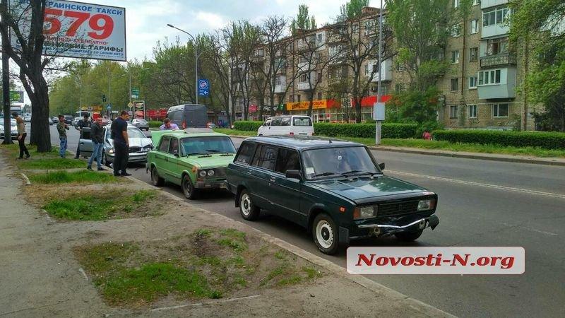 В Николаеве на проспекте Богоявлеском столкнулись три машины