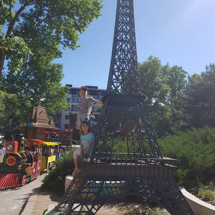 В детском городке «Сказка» в Николаеве женщину сбил электропаровоз