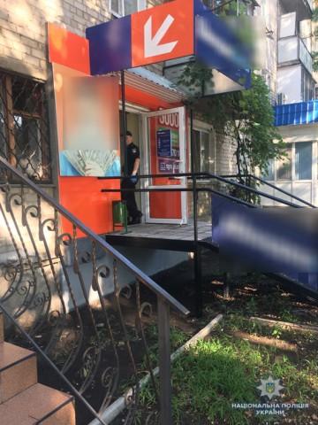 Полиция разыскивает мужчину ограбившего пункт кредитирования на Богоявленском проспекте