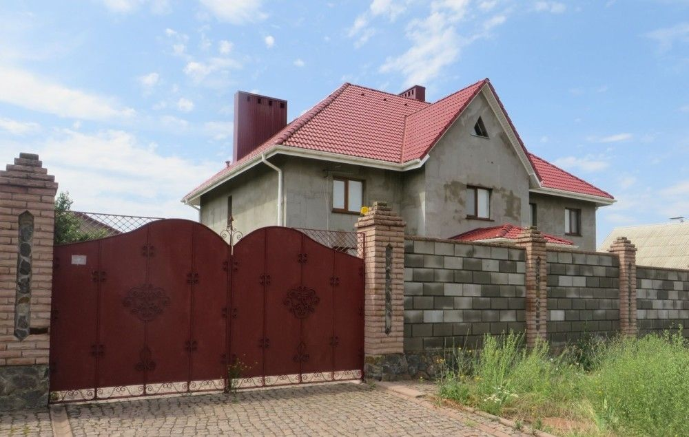 В Николаеве судья хозсуда скрывает от декларирования дом и зарабатывает на коммунальной квартире