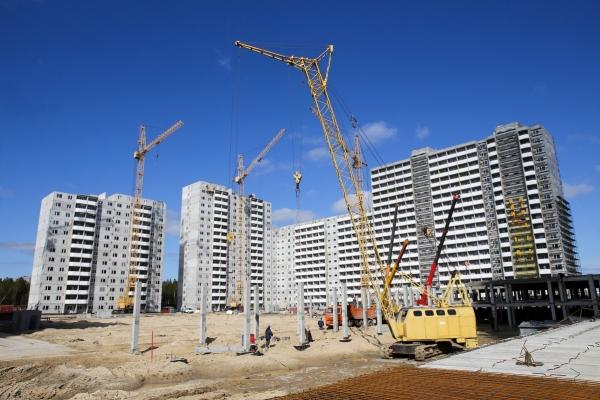 В Николаеве на Намыве из-за стройки проваливается асфальт вокруг дома, чиновники не видят проблемы (ВИДЕО)
