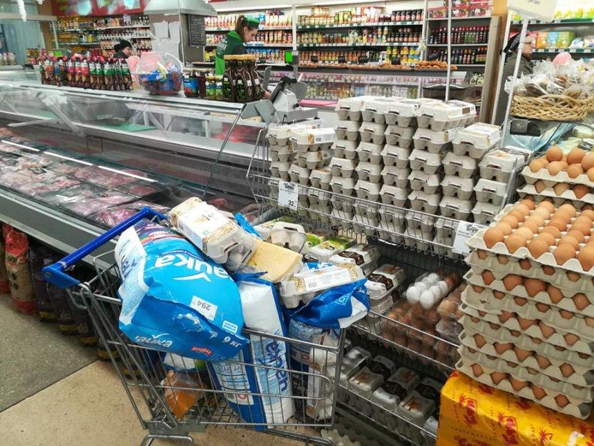 В николаевском супермаркете «Гиппо» обнаружили целую тележку просроченных продуктов