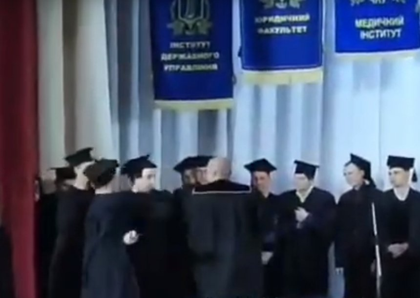 В николаевской «могилянке» на вручении дипломов студент заявил, что купил его за 350$