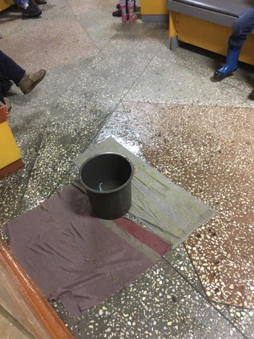 В Николаеве в детской поликлинике идет дождь