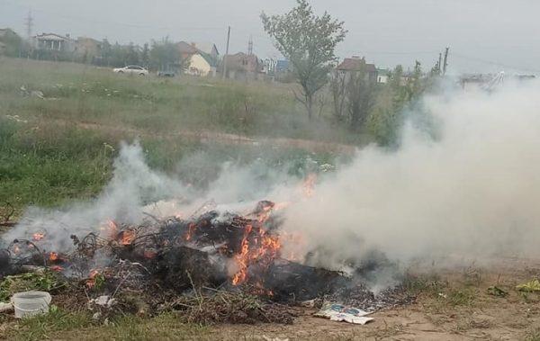Часть Корабельного района затянуло едким дымом с кладбищ