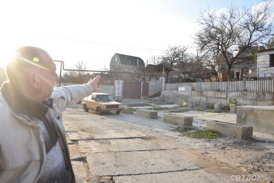 В Николаеве жители Ялт уже три года ждут в своем районе летнюю сцену, но на этом месте пока недострой
