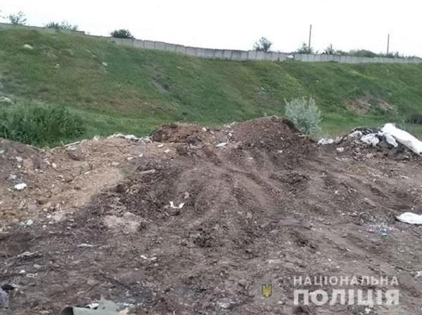 Дільничні зловили миколаївця, що незаконно вивантажував з автомобіля ЗІЛ будівельне сміття у Корабельному районі