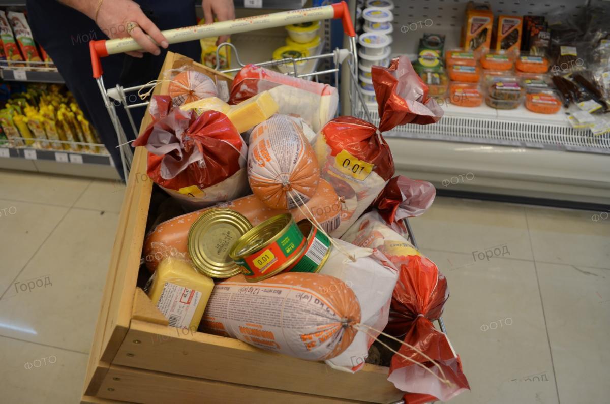 Максим Несмиянов обнаружил полную корзину просрочки в одном из николаевских магазинов