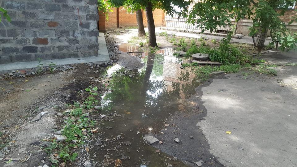 В центре Николаеве текут канализационные отходы