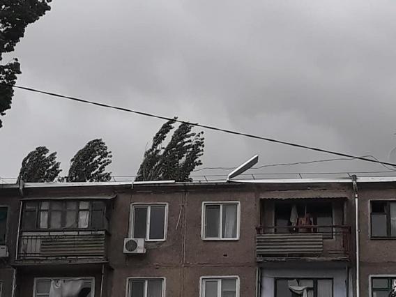 Ветер унес крышу многоэтажки в Николаеве и полтора миллиона гривен налогоплательщиков