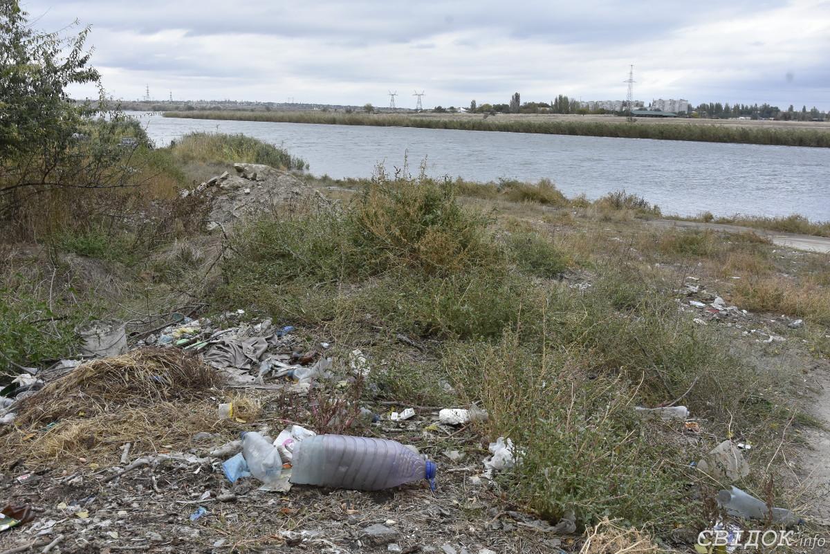 в Николаеве берег Ингула превращается в мусорную свалку