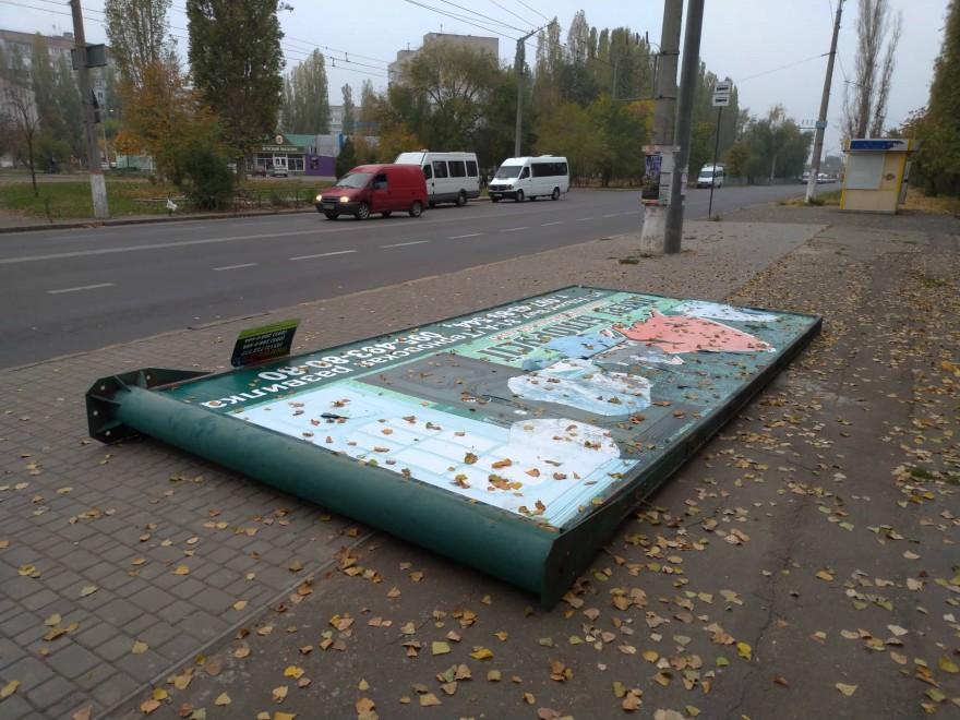 В Николаеве демонтировали скандальные борды, мешавшие прокладке троллейбусной линии