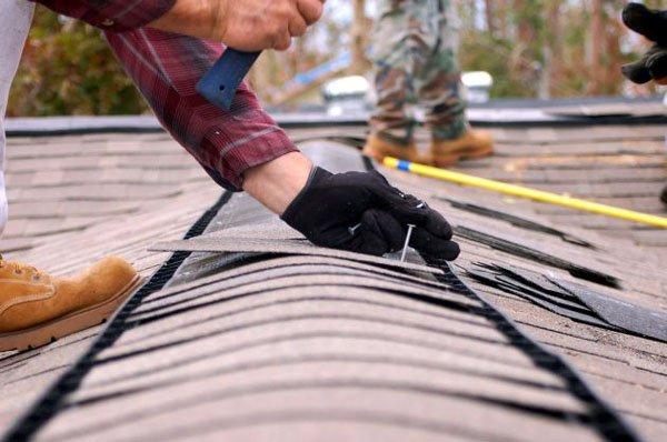 В квартире старушки в центре Николаева идет дождь с протекающей крыши: кто сделает ремонт