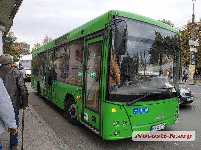 «Николаевпасстранс» оплатит расходы по лечению пассажирки, которую зажало дверями автобуса