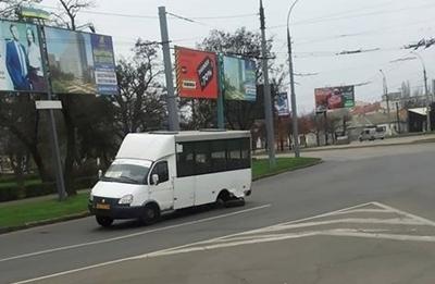 В Николаеве у маршрутки на полном ходу отвалилось колесо
