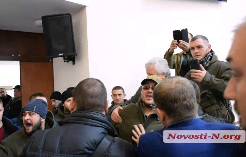 Общественники сорвали попытку депутатов Николаевского облсовета провести сессию без Москаленко