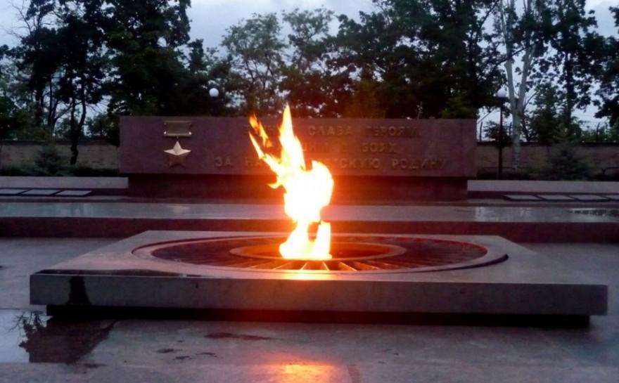 В центре Николаева подростки «поглумились» над Вечным огнем